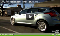 Der 2012 Ford Focus Electric beim Fahren und Laden
