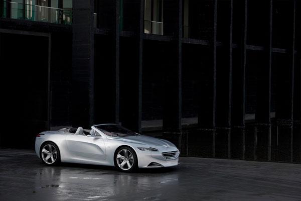 Peugeot SR1 mit Hybrid4-Antrieb (Cabrio)