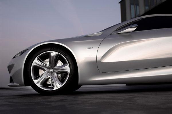 Peugeot SR1 mit Hybrid4-Antrieb