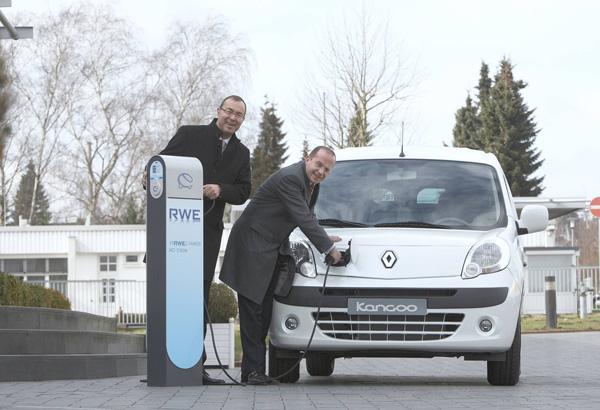 Karl-Uwe Bütof, Wirtschaftsministerium NRW, Achim Schaible, Vorstandsvorsitzender Renault Deutschland AG