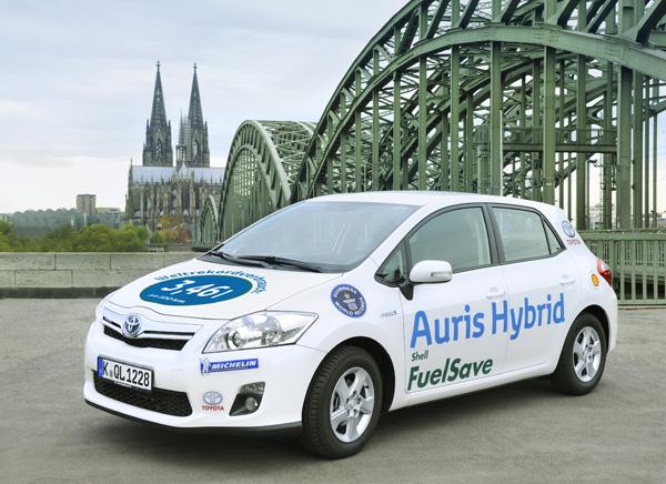 Toyota Auris Hybrid stellt Spritspar-Weltrekord auf und erreicht Bestwert beim ADAC EcoTest