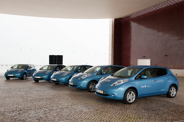 Nissan LEAF Autos in Blau