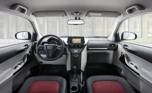 Toyota iQ Innenraum