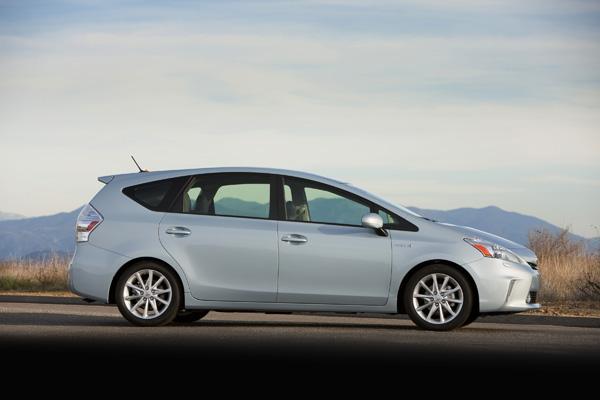 Neuer Hybrid-Van Toyota Prius v