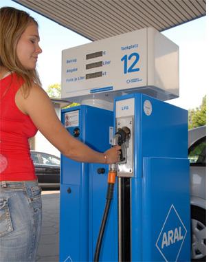 Autogas wird nach einer aktuellen Aral Umfrage immer beliebter bei deutschen Autofahrerrinnen und Autofahrern.
