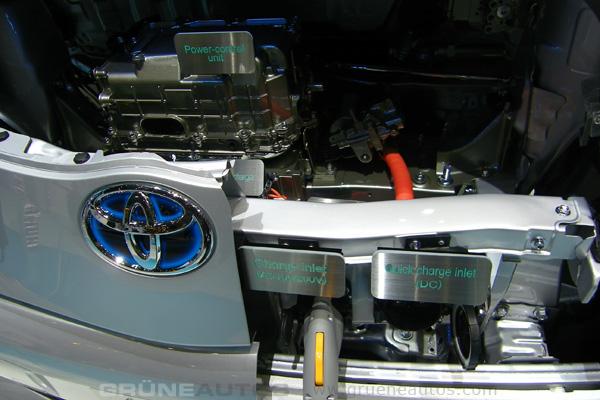 Autosalon Genf 2011 - Toyota iQ Elektroauto Anschlüsse