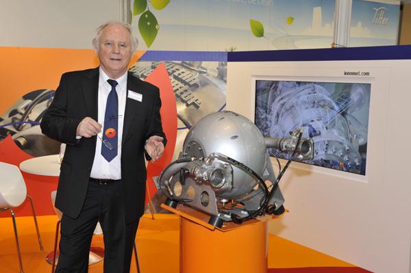 Dr. h.c. Herbert Hüttlin mit Hüttlin-Kugelmotor