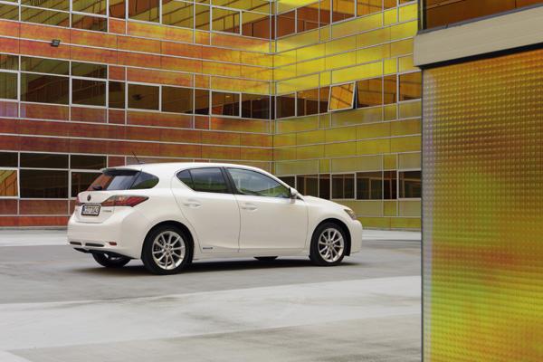 Lexus CT 200h - 5 Sterne im Crashtest