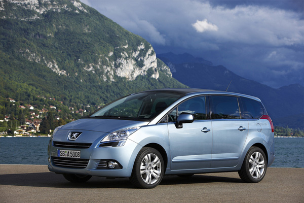 Viel Platz - Wenig Verbrauch: Peugeot 5008 e-HDi FAP 110 EGS6 STOP & START