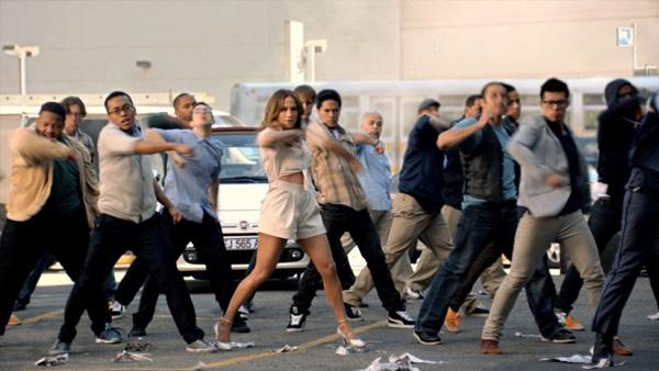 Fiat 500 im Hintergrund im Video von J.Lo