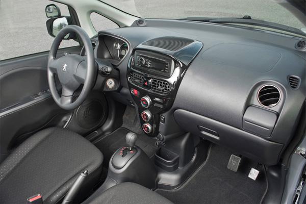 Peugeot iOn als Fahrschulauto - Innenraum