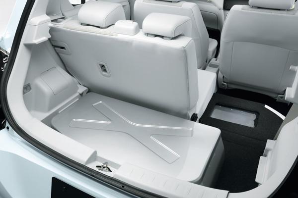 Suzuki Swift Range Extender (Hybrid EV) - Batterie im Kofferraum