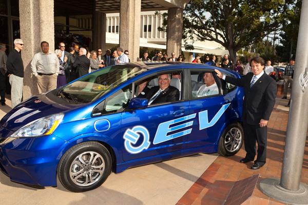 2013 Honda Fit EV - Übergabe an die Stadt Torrance