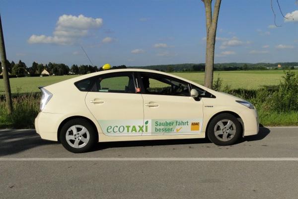 Toyota Prius siegt beim Auto Bild Taxi-Test