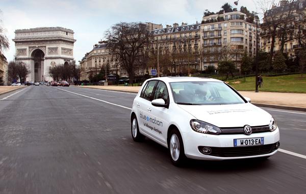 Internationaler Flottenversuch mit dem Golf-Blue-e-Motion in Paris