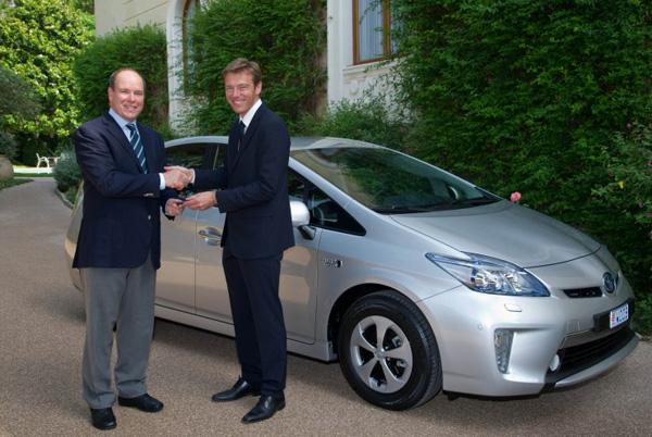 Fürst Albert II von Monaco erhält einen Prius Plug-In Hybrid