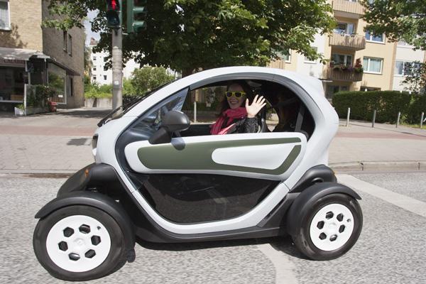 Jasmin Wagner im Elektrofahrzeug Renault Twizy