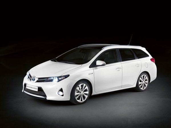 toyota auris touring sports erster hybrid kombi. Black Bedroom Furniture Sets. Home Design Ideas