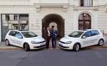 Übergabe von zwei elektrischen VW Golf an den Nabu