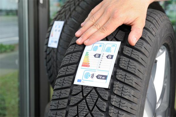 Autoreifen mit neuem Reifenlabel