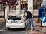 Toyota Prius Plug-in Hybrid beim Ladevorgang