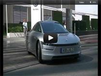 Sparwunder Volkswagen XL1 auf den Strassen von Doha