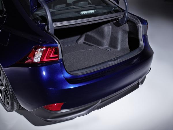 Lexus IS 300h - Kofferraum