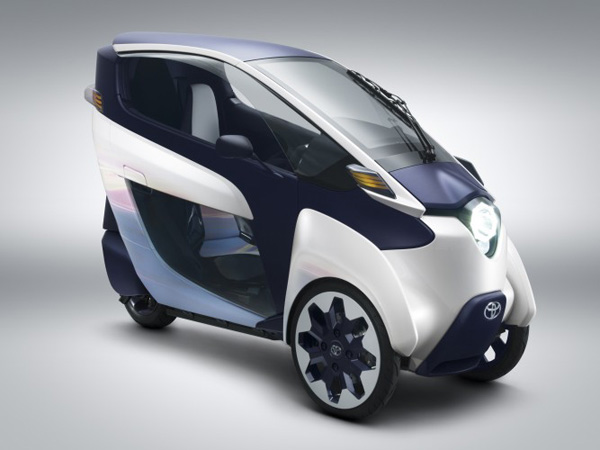 Toyota i-ROAD mit Elektroantrieb