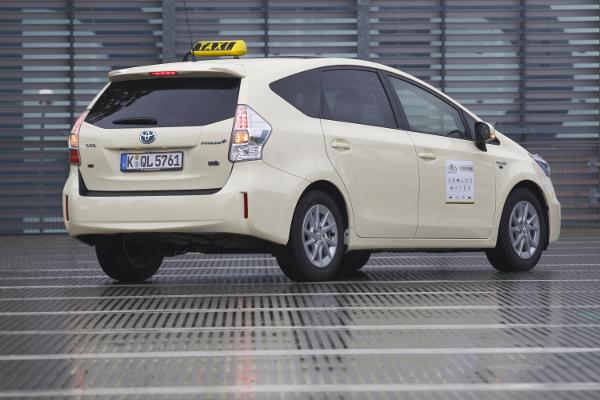 Toyota Prius+ als Taxi
