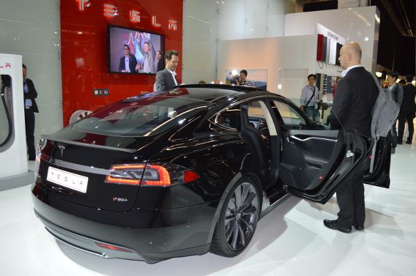 Tesla Model S auf der IAA 2013