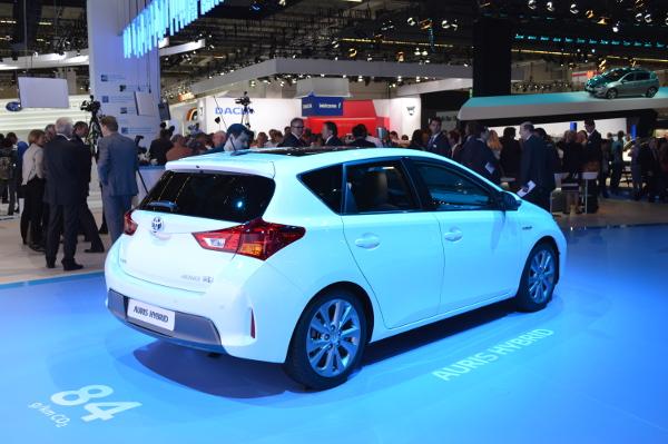 Toyota Auris Hybrid auf der IAA 2013