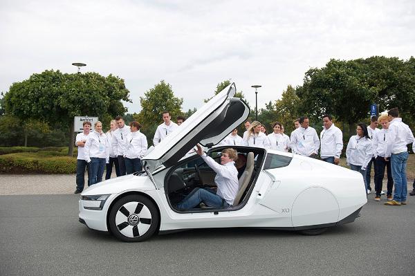 Think.Blue World Championship Teilnehmer testen den VW XL1