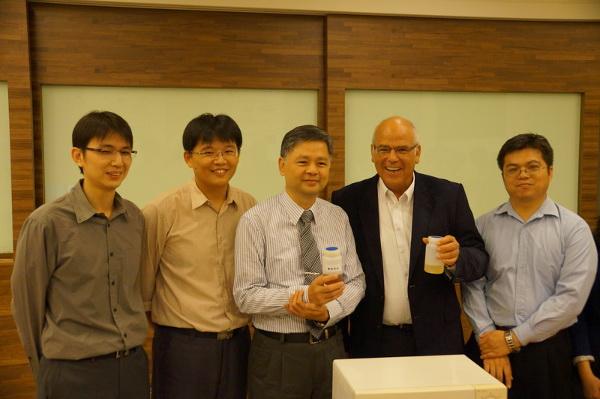 Professor Aharon Gedanken, Professor Jiunn-Der Liao und Team