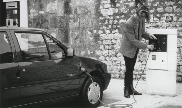 Citroën AX Electrique - Elektroauto beim Laden
