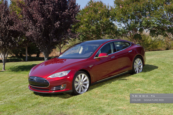 Tesla Model S - Signature Red
