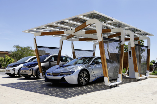 BMW i8 im Design-Solar-Carport