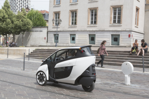 3 rad elektroautos toyota carsharing in grenoble. Black Bedroom Furniture Sets. Home Design Ideas