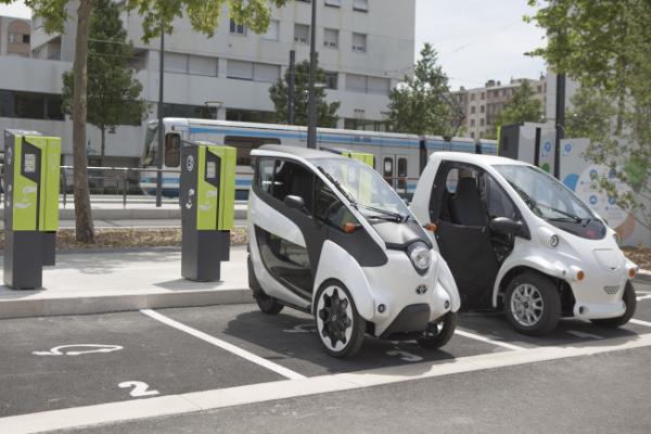 Carsharing Elektroautos beim Laden