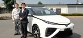 Japanischer Wirtschaftsminister testet Toyota Brennstoffzellenauto