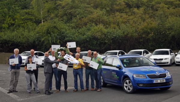 Alle acht Teilnehmer der ŠKODA CNG-Sparfahrt