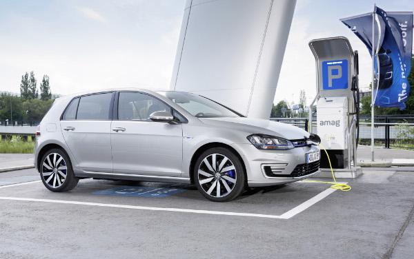 VW Golf GTE beim Aufladen