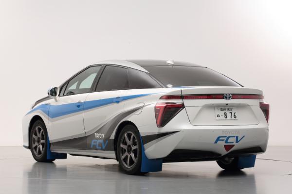 Toyota Brennstoffzellenauto als Safety Car