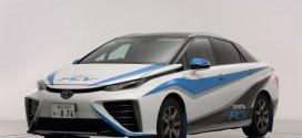 Rennversion des Toyota Brennstoffzellenautos auf der Rennstrecke