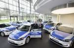 Volkswagen übergibt sieben e-Golf an die Polizei Niedersachsen