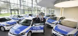Blau-Weiss und Elektrisch: Sieben VW e-Golf für die Polizei
