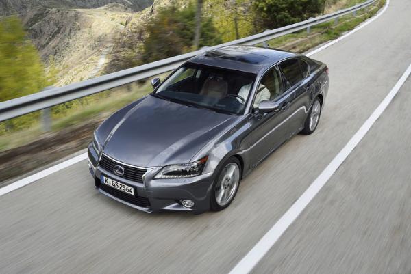 Lexus GS 300h ist Auto Test Sieger in Grün