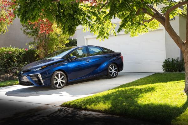 Toyota Mirai: Serienmodell mit Brennstoffzellen