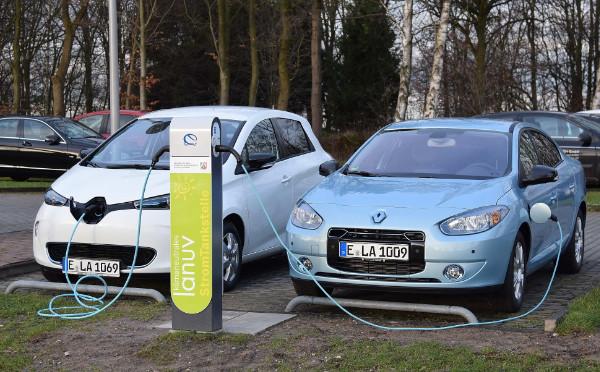 Renault Elektroautos beim Laden