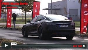 Model S P85D beeindruckt mit seiner Beschleunigung in Berlin