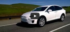 Tesla Model X Testfahrt auf der Strasse